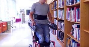 Nueva silla de ruedas que permite moverse mientras estas de pie